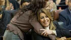 María Jesús Montero, hoy ministra y entonces consejera de Hacienda, con Díaz en el Parlamento de Andalucía.
