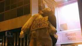 El muñeco ahorcado representa a Jorge Campos, dirigente de Vox en Baleares.