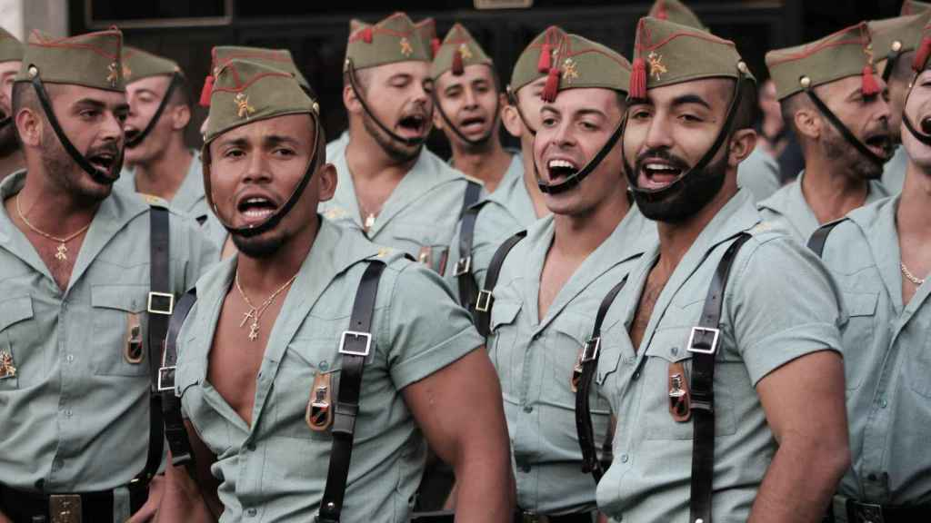Legionarios antes de un desfile del 12 de octubre./