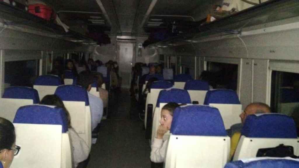Un tren extremeño averiado con 180 pasajeros en mitad de la noche.