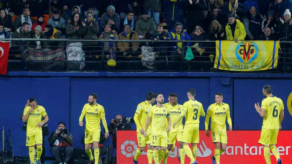 Los jugadores del Villarreal celebran el gol de Santi Cazorla al Real Madrid