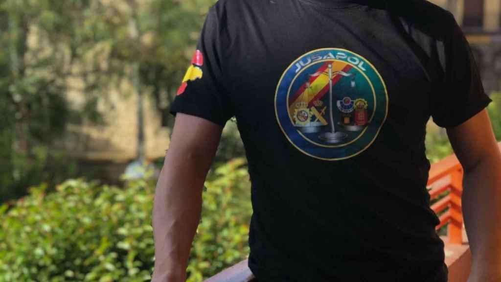 Santiago Abascal, con una camiseta de la organización policial Jusapol, en una foto de su cuenta de Twitter.