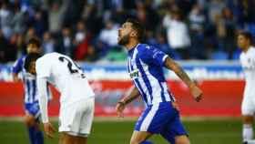 Borja Bastón celebra su gol en el Alavés - Valencia. Foto: Twitter (@elchiringuitotv)