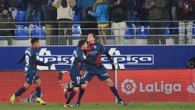 Los jugadores del Huesca celebran la victoria ante el Betis