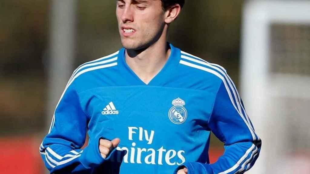 Odriozola, en un entrenamiento del Real Madrid. Foto: Twitter (@alvaroodriozola)