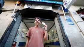 Cosmin, joven que adquirió el décimo agraciado con el primer premio de la Lotería del Niño.