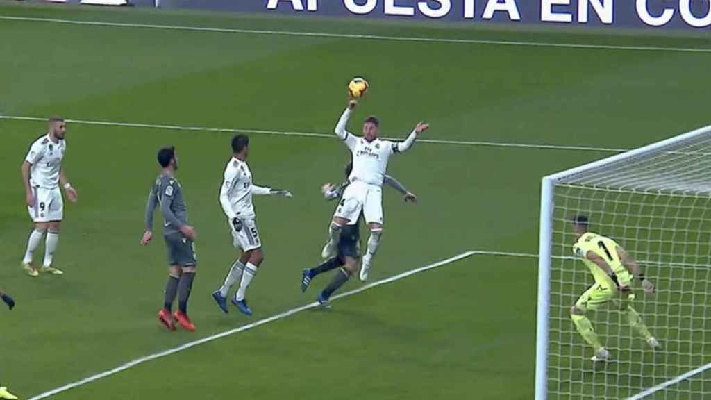 Penalti no pitado sobre Sergio Ramos