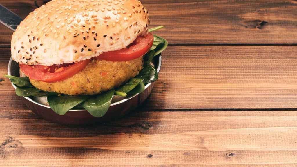 Las hamburguesas de quinoa y zanahoria, mejor si te las preparas en casa.
