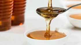 La miel tiene fama milenaria de actuar hasta contra los catarros, pero mejor si la evitamos.