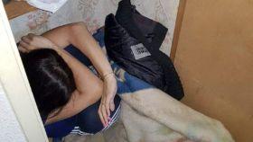 La víctima, en el momento en que fue encontrada por los agentes que acudieron a la vivienda.
