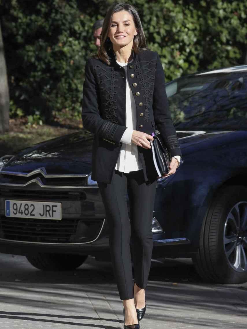 La reina Letizia, vestida de Zara y Hugo Boss.