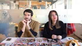 Raúl Rodríguez y Cristina Rodrigo en el kiosco rosa de Jaleos de EL ESPAÑOL.