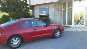 Un hombre estampa premeditadamente su coche contra la puerta principal de TV3