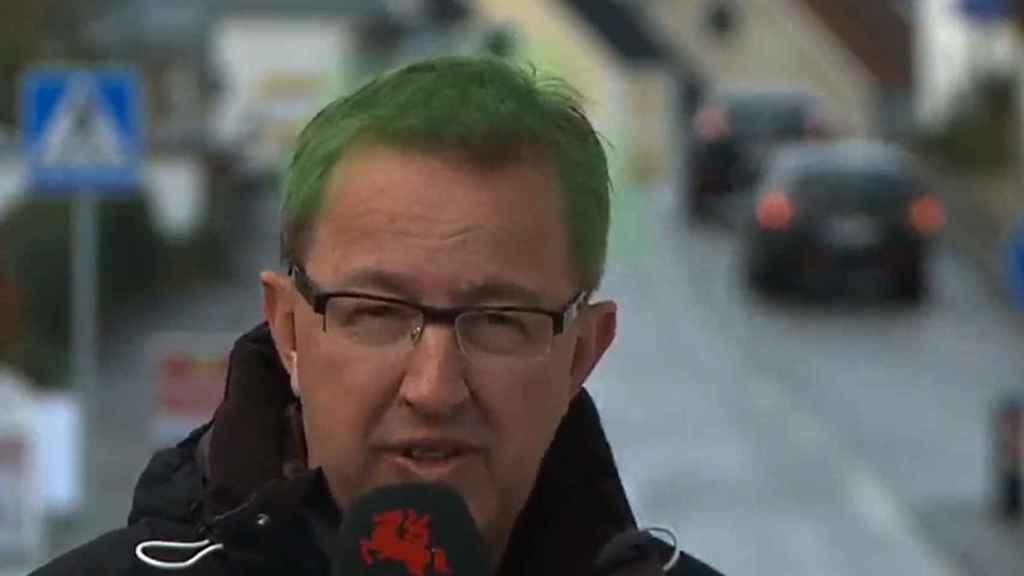 Un reportero de la cadena Sydsvenskan relata el caso desde Anderslöv, adecuadamente caracterizado.