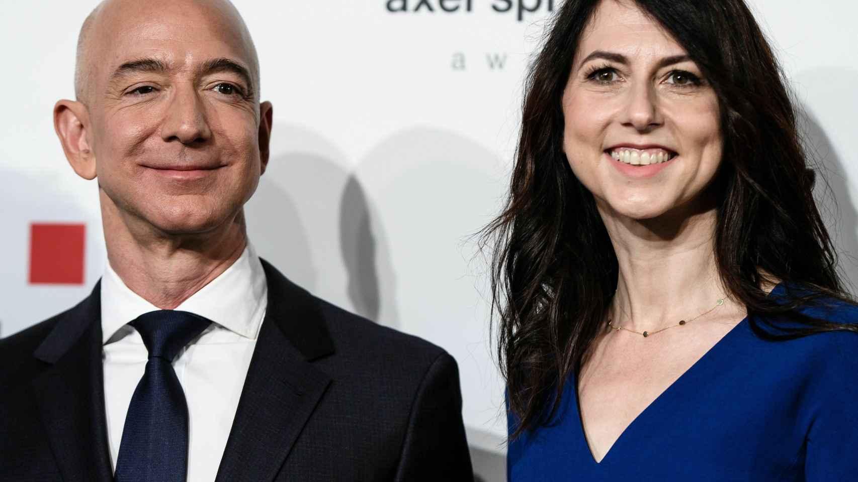 Jeff Bezos y su esposa MacKenzie en una imagen de archivo.
