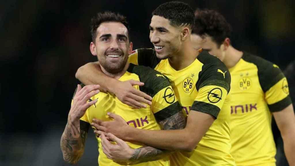 Paco Alcácer y Achraf se abrazan tras un gol