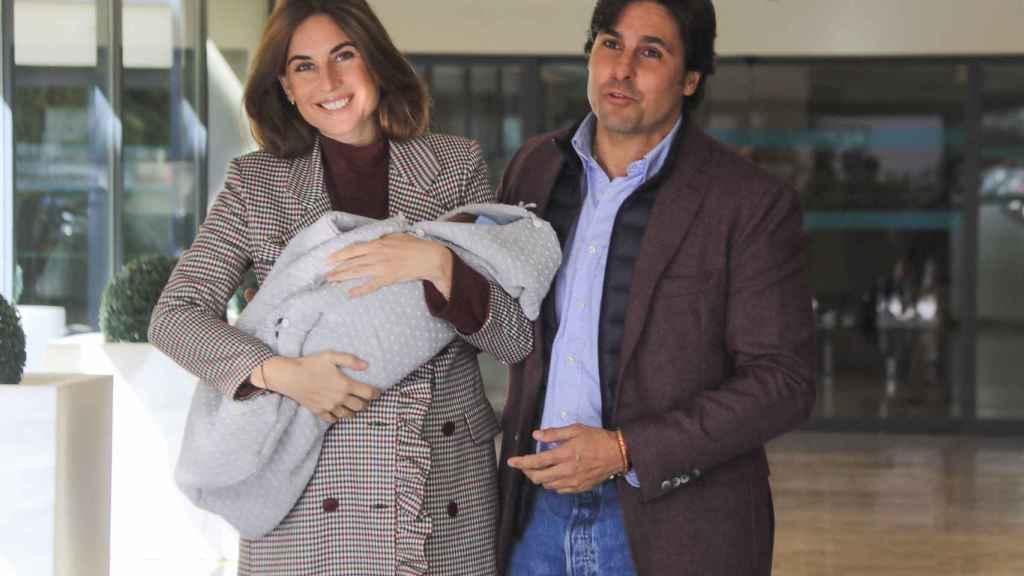 Francisco y Lourdes, muy sonrientes junto a Curro.
