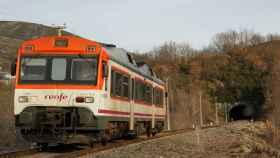 Un tren de la serie D596 de Renfe, conocido como 'tamagochi'.