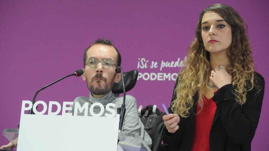 Pablo Echenique, número dos de Podemos, y Noelia Vera, portavoz de la dirección.