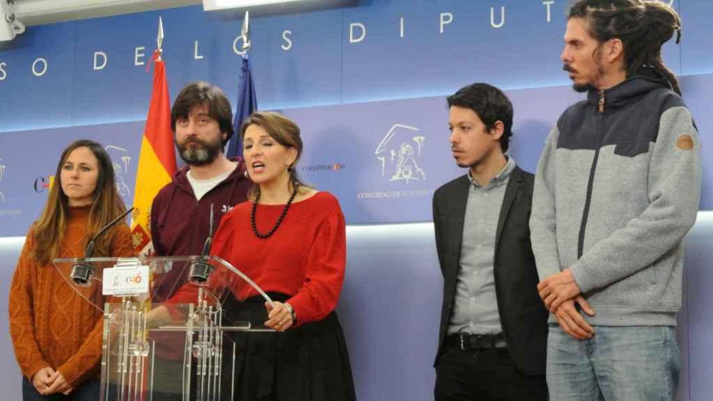 Ione Belarra, Rafa Mayoral, Yolanda Díaz, Segundo González y Alberto Rodríguez, en la sala de prensa del Congreso.