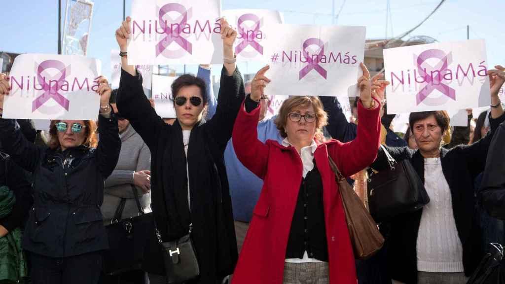 Un millar de personas se concentraron este domingo en Fuengirola en repulsa frente a la violencia machista.