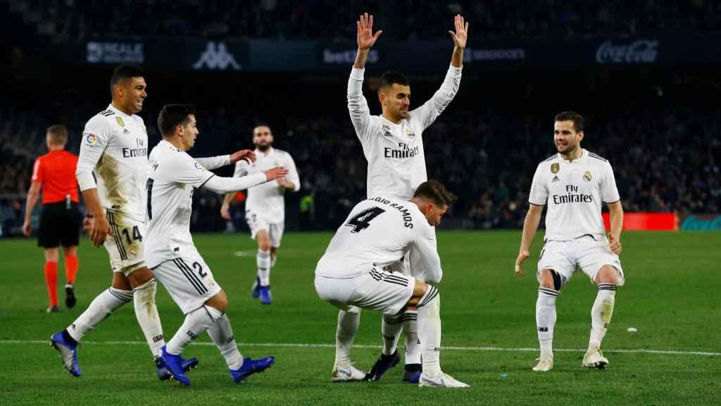 Ceballos celebra el gol de la victoria del Real Madrid ante el Betis