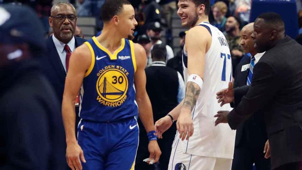 Luka Doncic y Stephen Curry en el Dallas Mavericks - Golden State Warriors