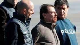 El terrorista Cesare Battisti a su llegada a Roma.