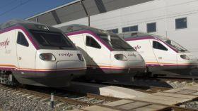 Imagen de una flota de trenes Renfe.