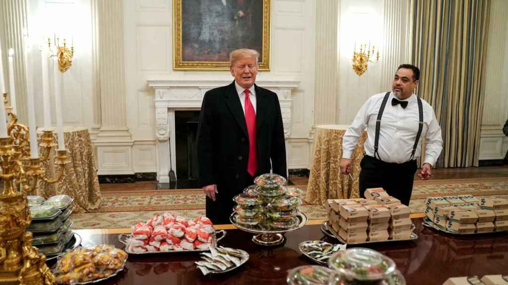 Trump con parte de las hamburguesas
