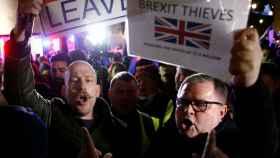Protestantes a favor del Brexit se manifiestan a las puertas del Congreso