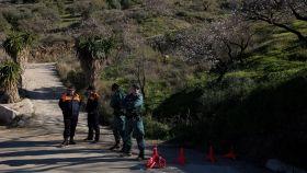 Miembros de la Guardia Civil en los alrededores de la finca donde desapareció Julen.