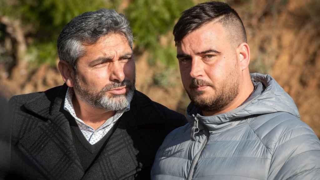 José Roselló (derecha), padre de Julen, acompañado de Juan José Cortés. El progenitor del niño compareció este miércoles ante los medios de comunicación.