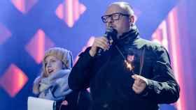 Paweł Adamowicz en el acto benéfico en el que fue asesinado.