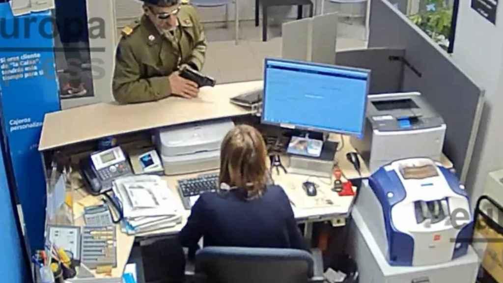 Aspecto del atracador durante el robo