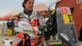 Laia Sanz llega al punto de control de tiempos tras culminar la octava etapa del Rally Dakar 2019