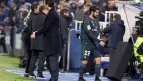 Isco y Solari, durante el cambio en el Leganés - Real Madrid