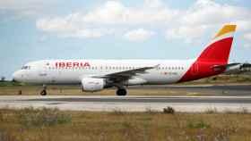 Un avión de Iberia aterriza en el aeropuerto de Lisboa