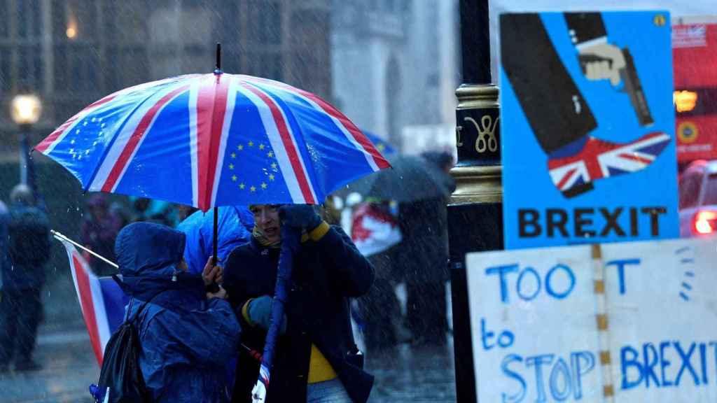 Protestas a las afueras del Parlamento británico.