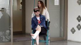 Fonsi Nieto y Marta Castro abandonando el Hospital Nisa