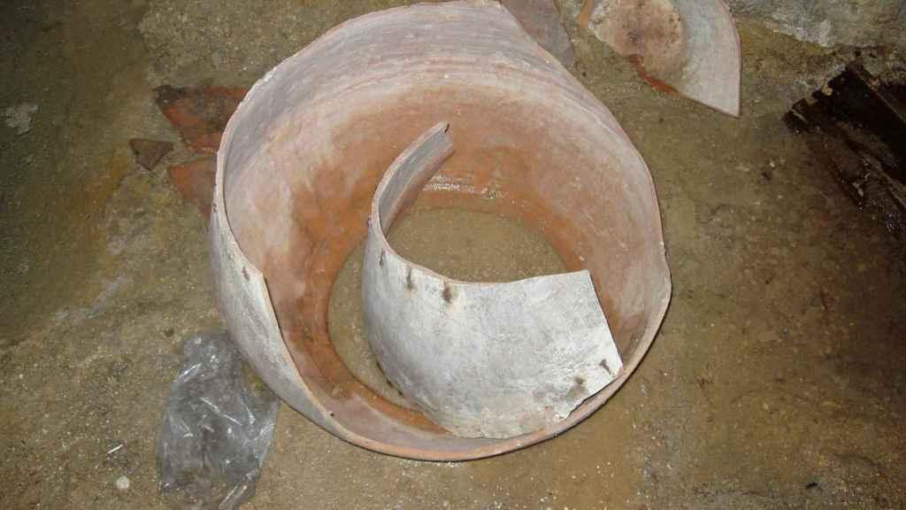 Una recipiente de cerámica, uno de los objetos hallados en el refugio.
