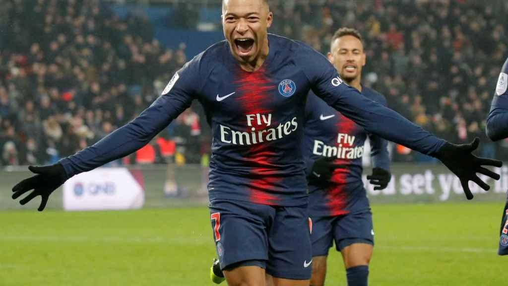Kylian Mbappé celebra un gol con el PSG en la Ligue-1