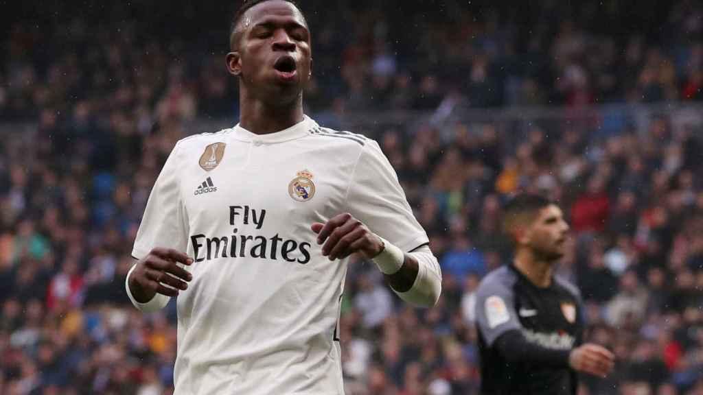 Vinicius se lamenta por una ocasión fallada frente al Sevilla