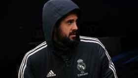 Isco Alarcón sale del túnel de vestuario del Santiago Bernabéu