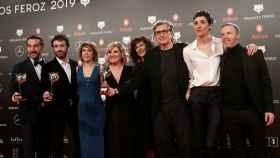 El equipo de 'El reino', en la gala de los Premios Feroz en el Bilbao Arena.