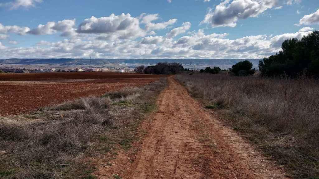 Camino de tierra en el que apareció Miriam.