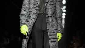 París busca actualizar el traje masculino al espíritu de su tiempo