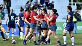 Los jugadores españolas celebran la victoria ante Escocia. Foto: ferugby.es