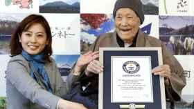 Masazo Nonaka, al recibir el premio Guinness, el año pasado.