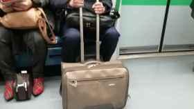 Joan Gaspart en el metro de Madrid. Foto: Twitter (@albcama)